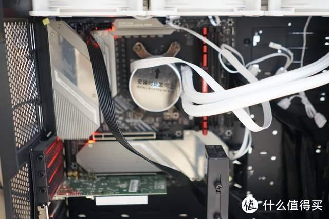 美商艾湃电竞LUNA-360白色水冷:夏日CPU降暑神器