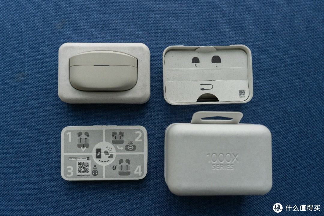 耳机本体、说明书、替换耳塞、USB数据线