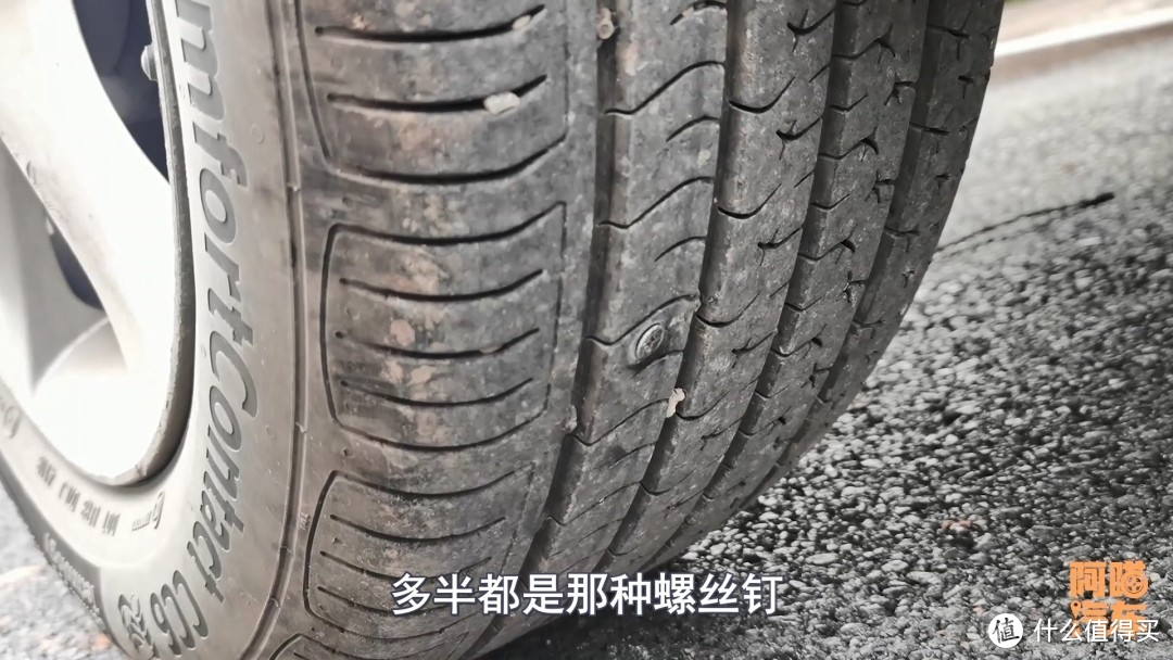 车子轮胎被扎没有漏气,还用补胎吗?做错跑高速很危险