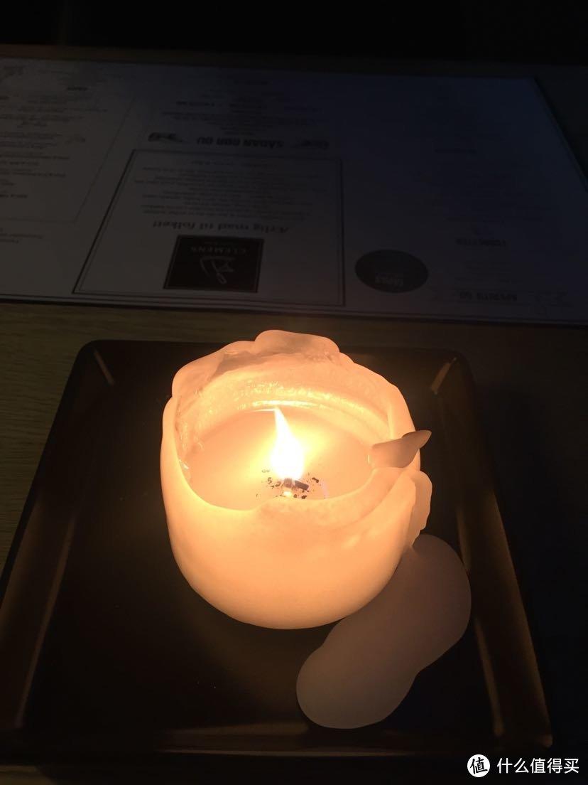餐桌上的蜡烛