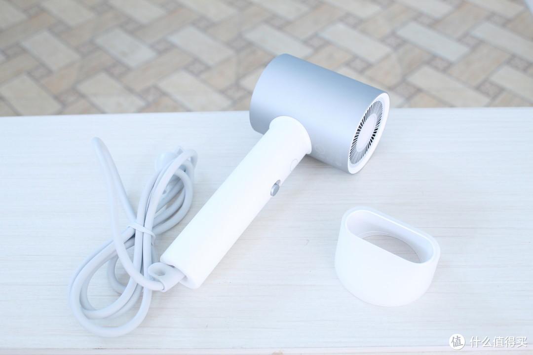 米家水离子电吹风H500,小巧机身吹出水光发