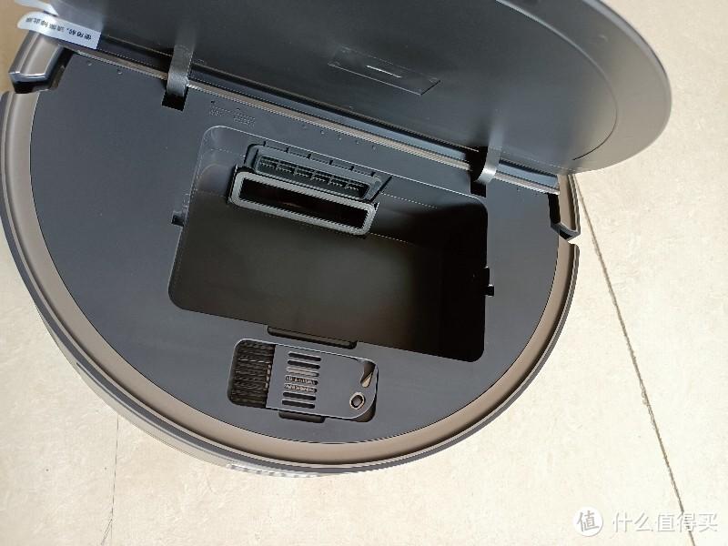 尘盒拿来只能可以看到里面的吸封口 和进尘口是同一侧.