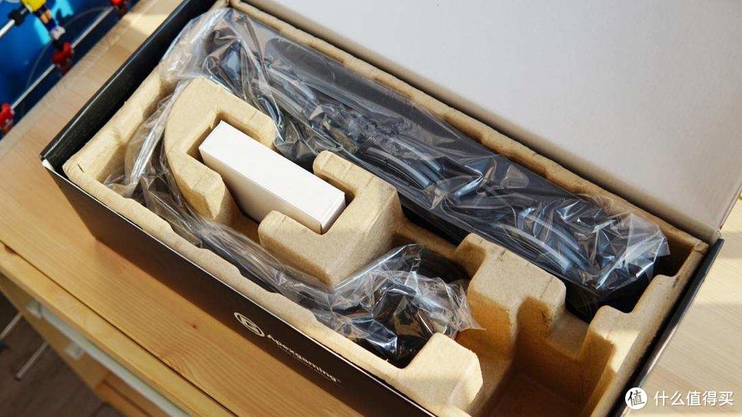 美商艾湃电竞 TITAN泰坦360 一体式水冷散热器开箱