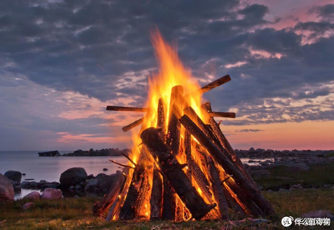 燃起篝火是北欧仲夏节的重要一环 ©图虫创意