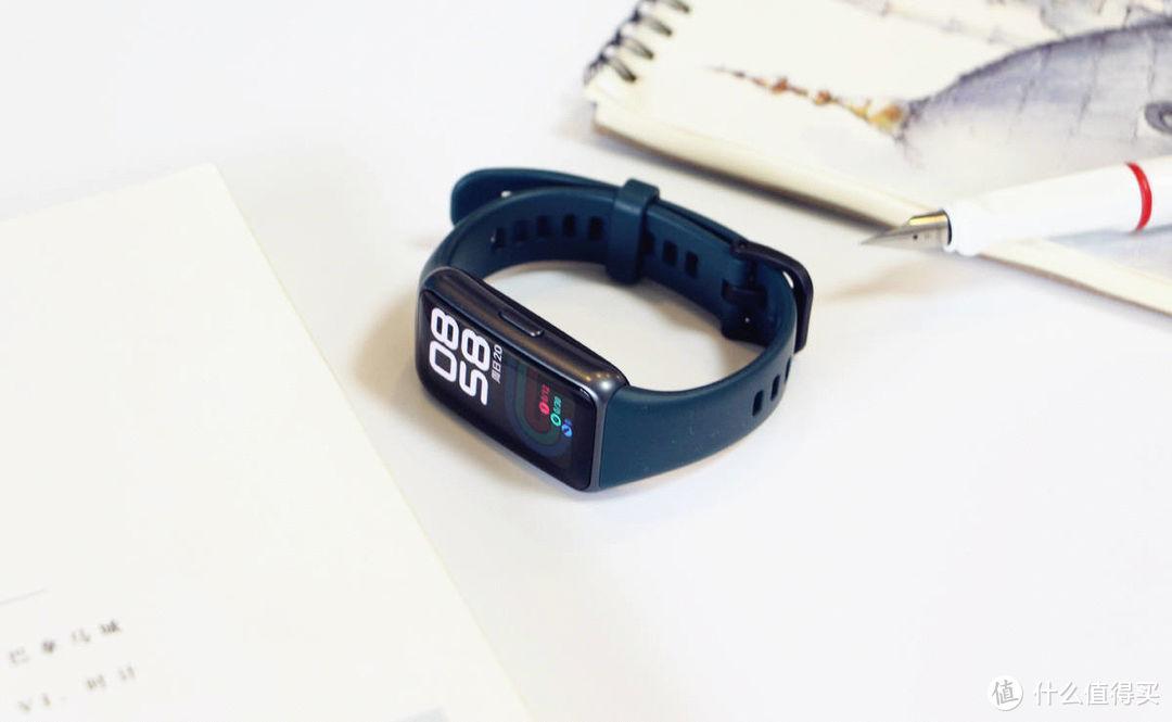 这不是智能手表?1.47吋大屏、全天候监测!华为手环6评测