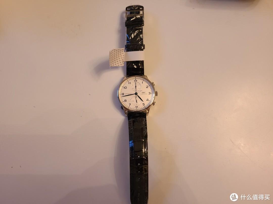 手表正面,全身包着透明薄膜