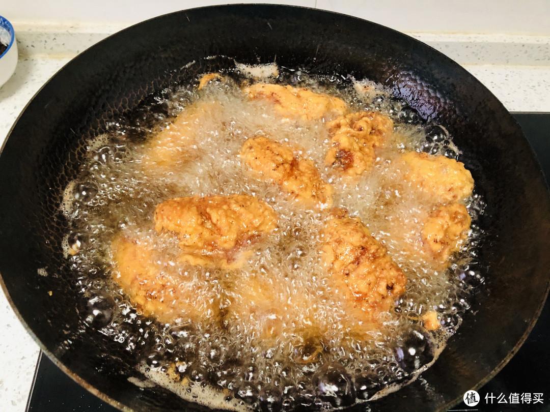 炸鸡翅时,裹面粉还是面包糠?很多人没做对,难怪鸡翅油腻不酥脆