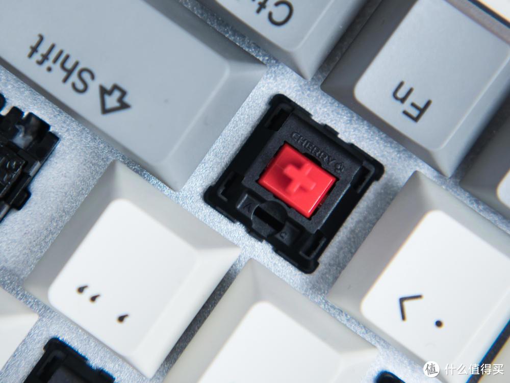 """别被它高颜值""""蒙骗"""",性能畅玩各类游戏,机械键盘的破局者"""
