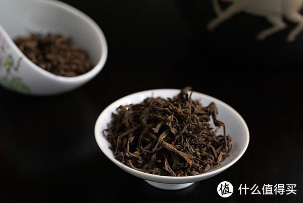熟普茶干色泽乌黑带红褐,香气陈香味浓