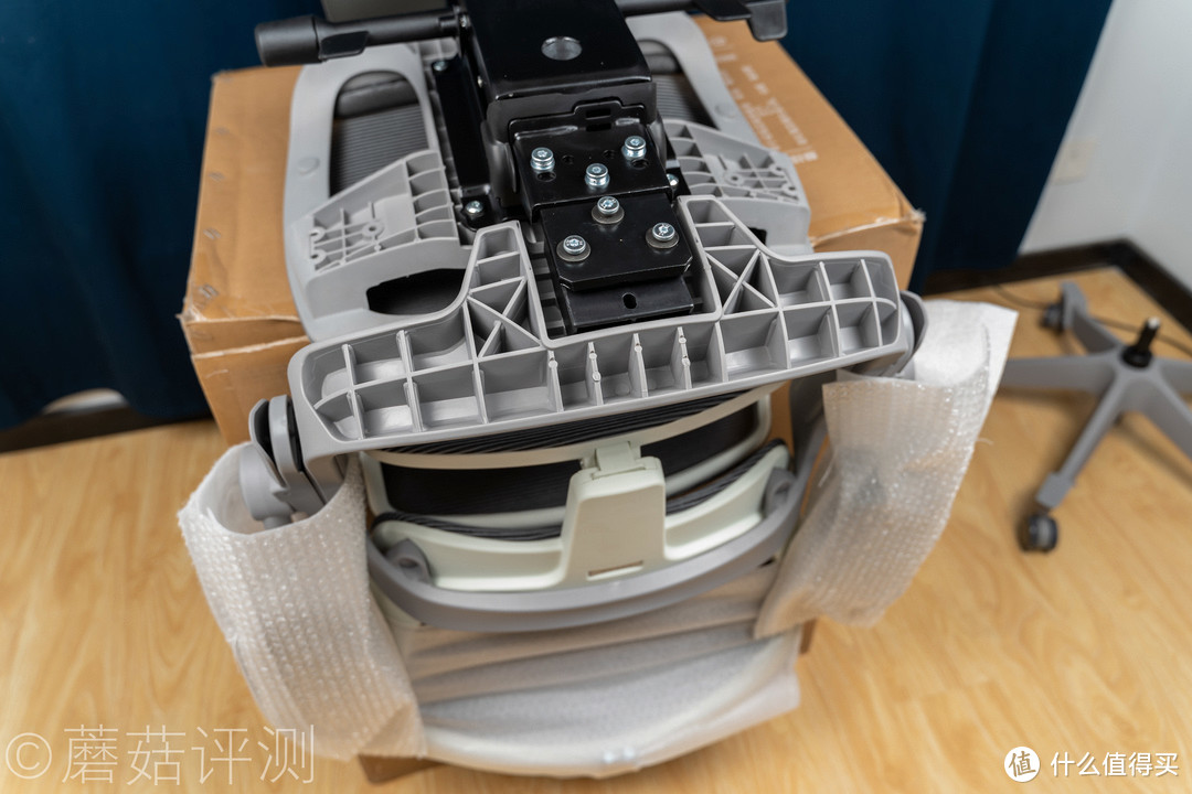 """饱满舒适,畅享办公午休""""头等舱""""、网易严选 3D悬挂腰靠高端人体工学椅 体验评测"""