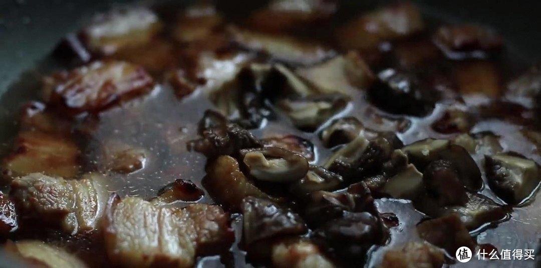 电饭煲土豆焖饭,香喷喷的,肉特别的软烂