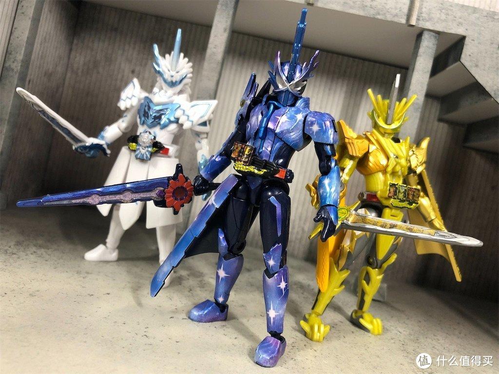 【食玩】圣刃装动 剑锋银鬃冰兽战记!