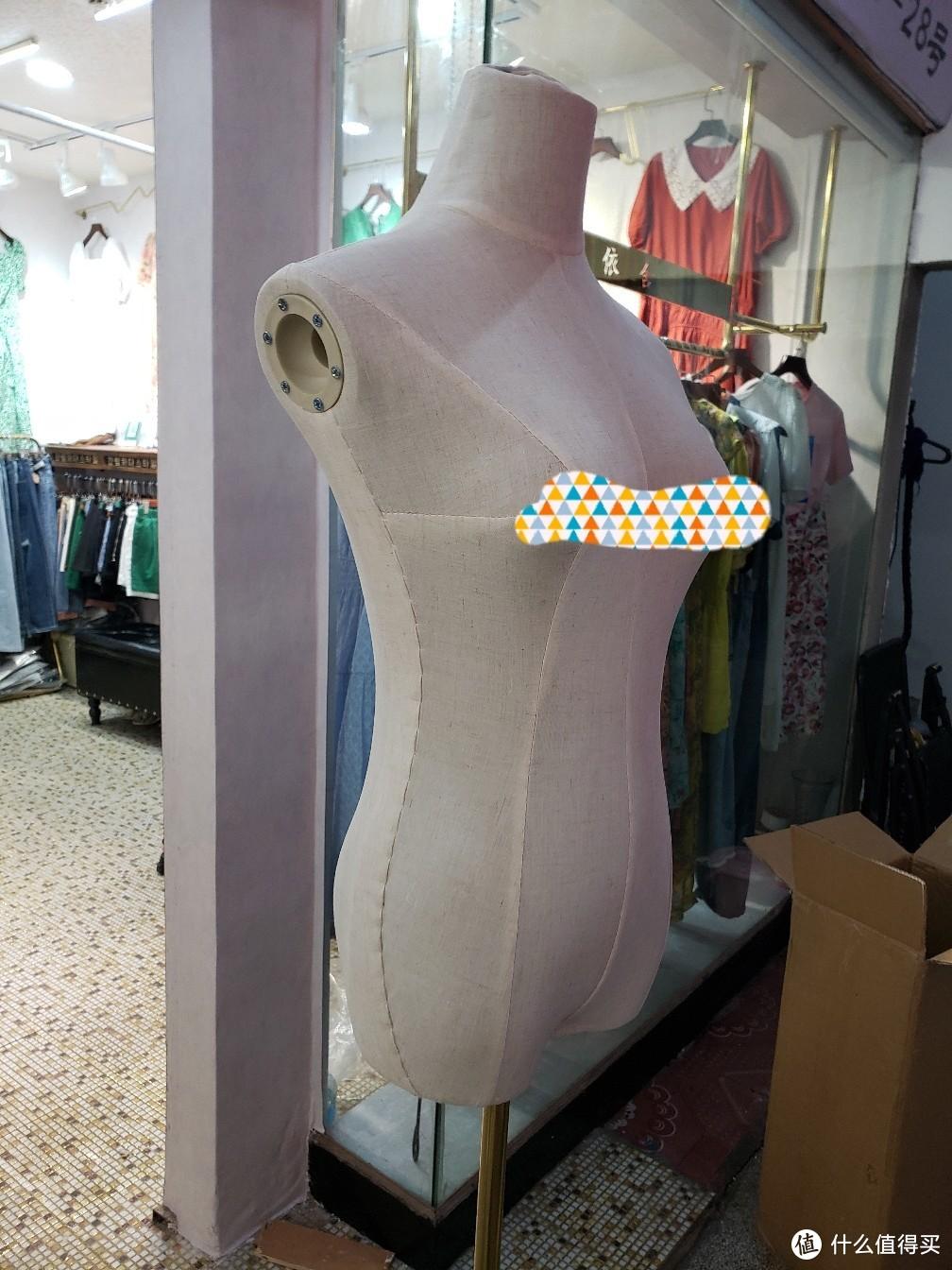 小店的装修之路,服装模特到货了