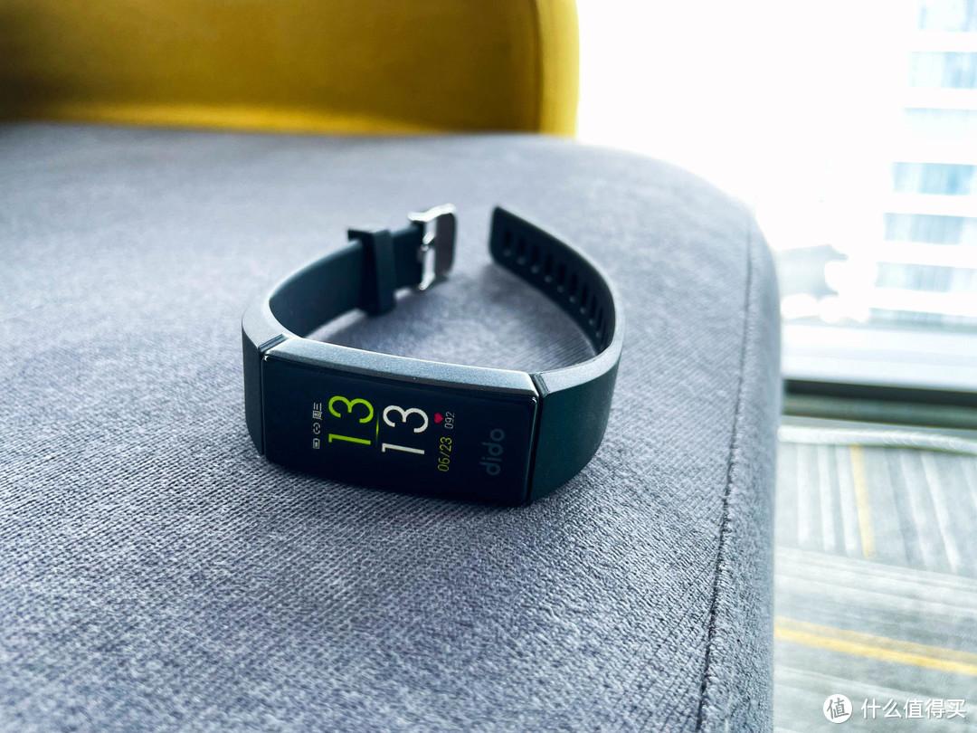 dido F11S手环评测:血压、心率自动可测,续航更出色