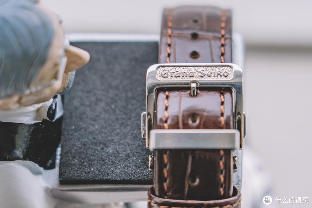 虽是机械加工但就显得精致的表扣,折叠扣形式可以更有效延长皮带的使用时间
