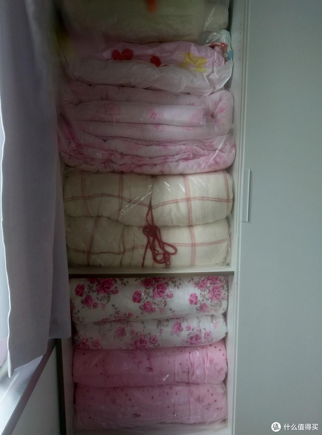 塞满被子的衣柜