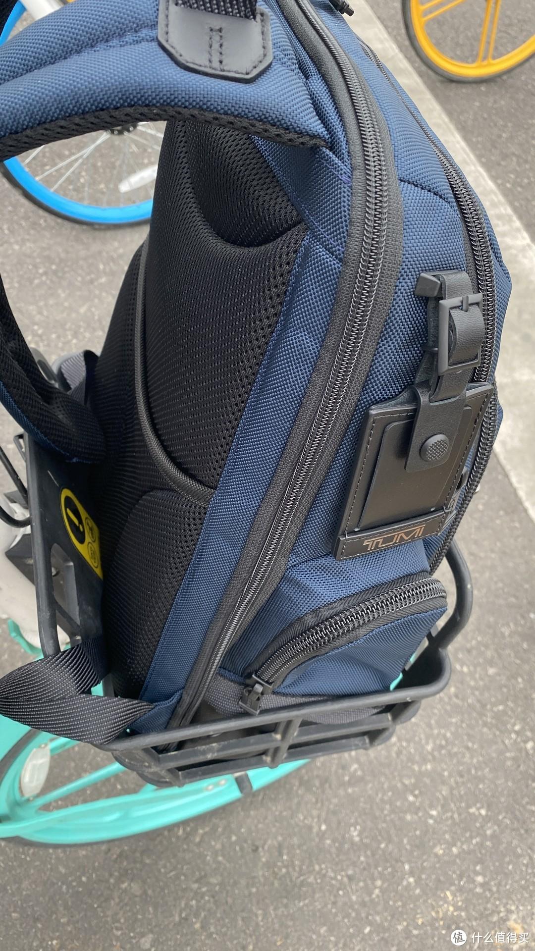 C叔的包,从十几到上千,统统都是共享单车车筐待遇