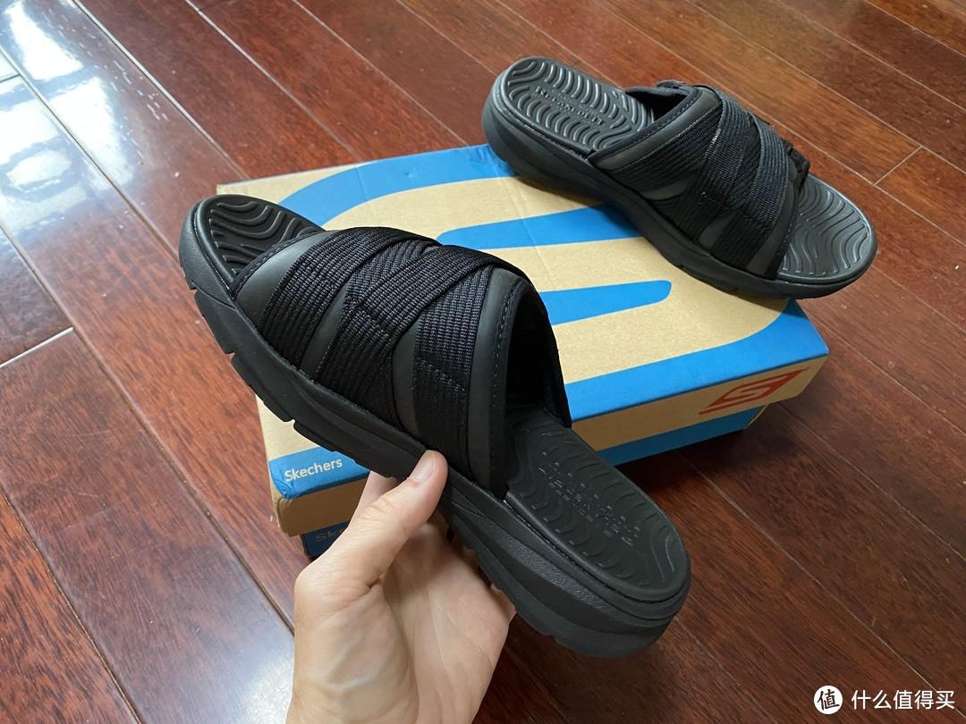 舒适厚底的Skechers休闲拖鞋