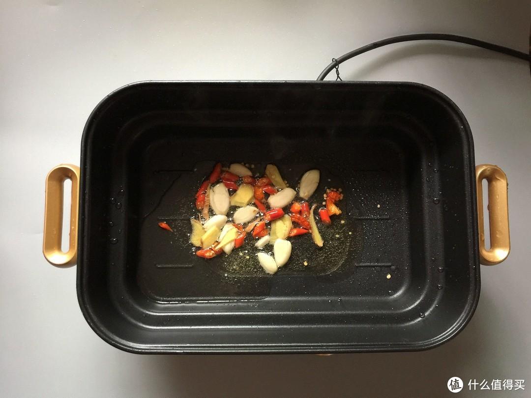 天热做饭难,我家最爱这么吃!荤素一锅出,香辣可口,太过瘾啦!