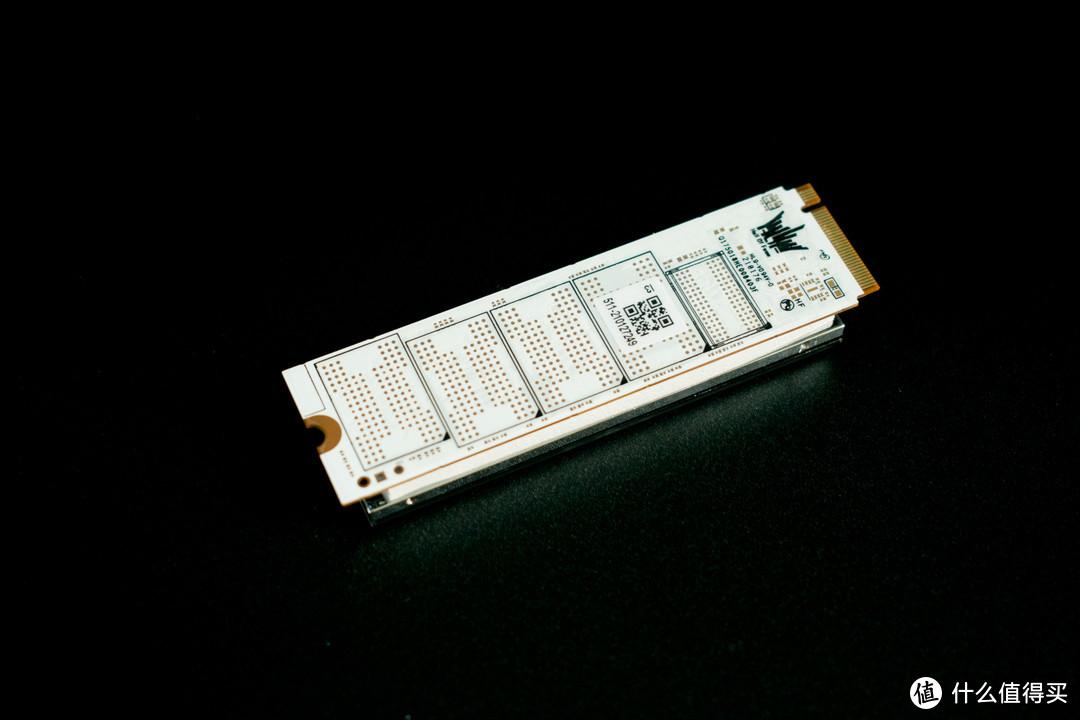 PCIe 4.0开始普及,到底有多快?影驰HOF EXTREME PCIe4.0 SSD硬盘体验
