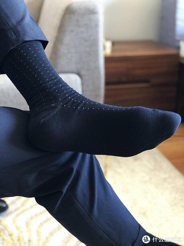 炎炎夏日,我从我的200双袜子里挑出了最合适的几双来推荐……