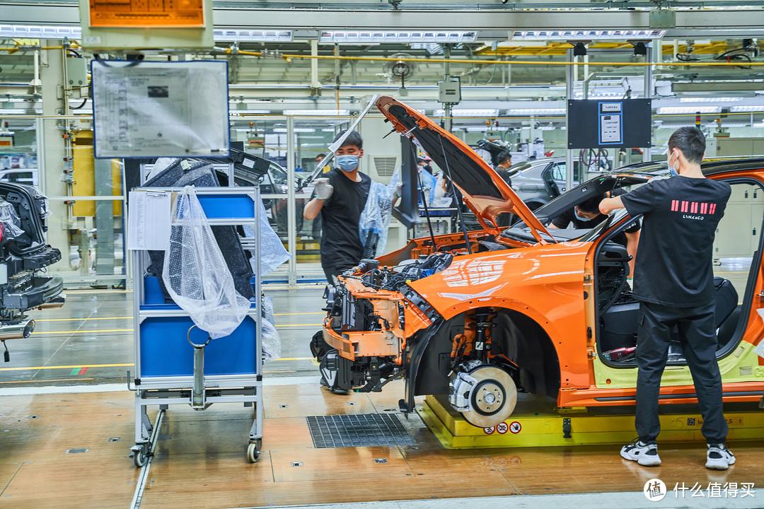 试驾国产小钢炮领克02Hatchback探访领克汽车工厂