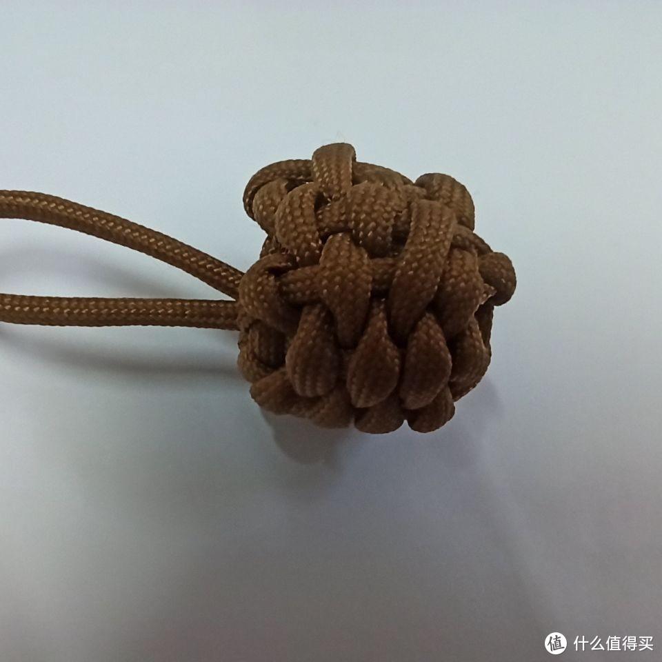向大家分享我初学伞绳编织的手工作品