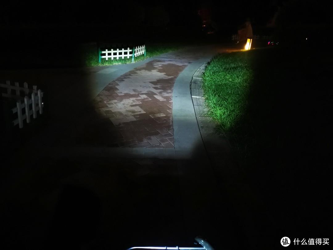 凸透LED的效果,是一个扇形,不过距离不远,不超10米。