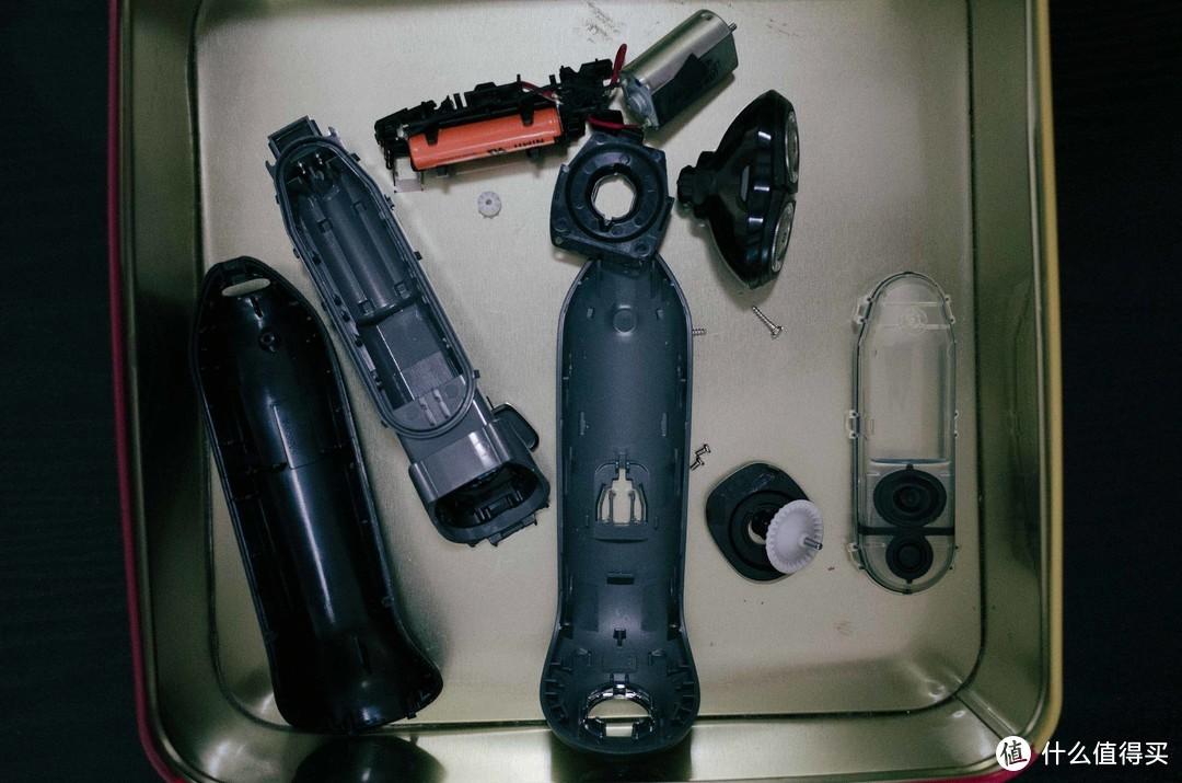 给剃须刀换电池--作为男人,你得有一把螺丝刀,很多头的那种