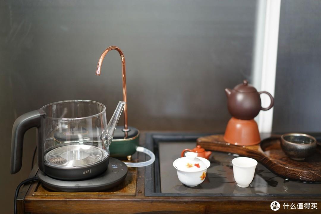 脚下生云,平礼神仙煮绿茶。入一电水壶,品香茗写文章。