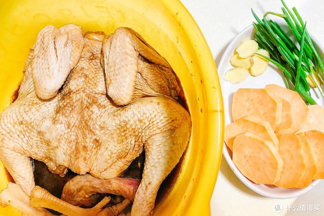 原来电饭锅也能做盐焗鸡,肉嫩软烂,咸香十足,关键做法超省事