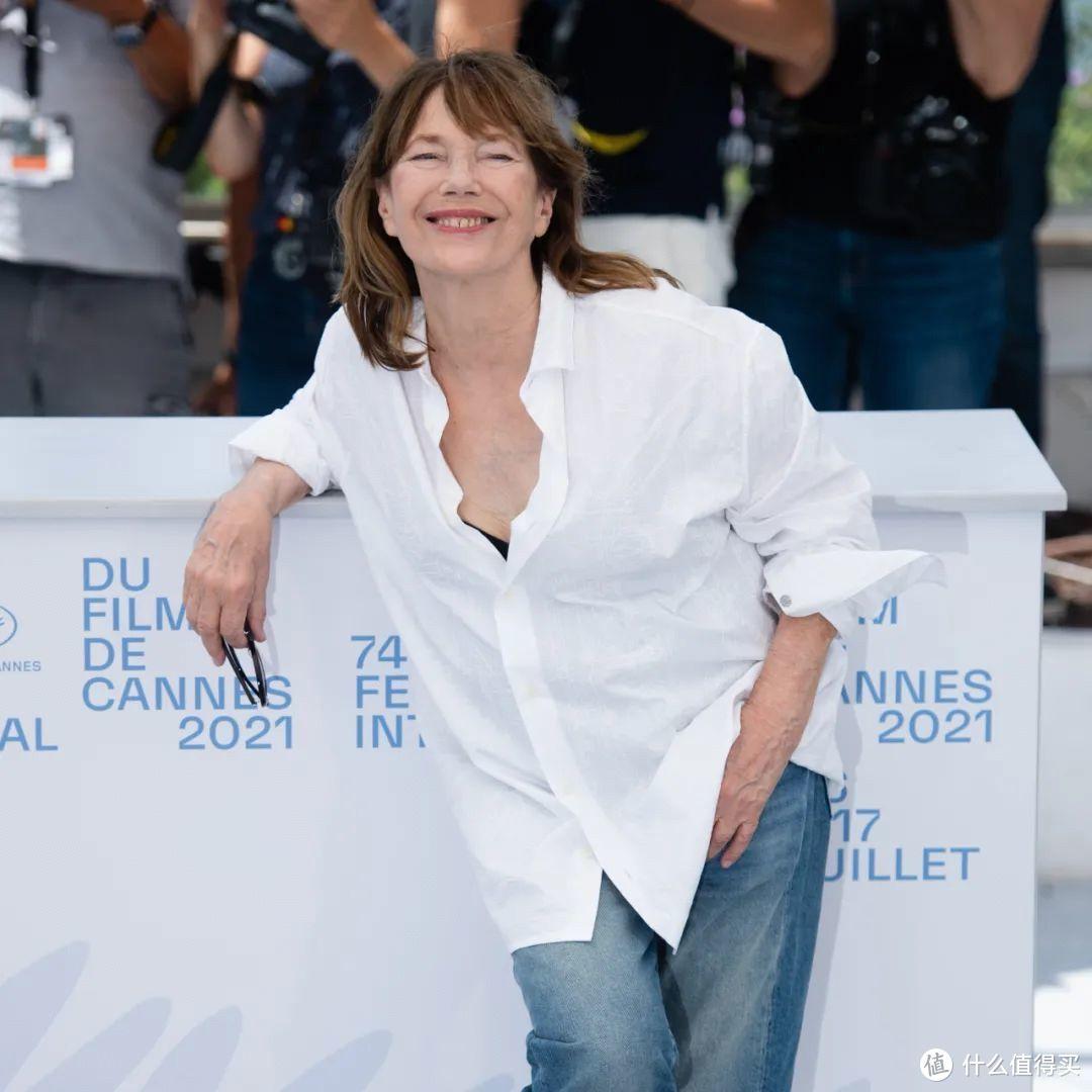 别再说法国女人『时髦得不费力』,她们的套路可深呢!
