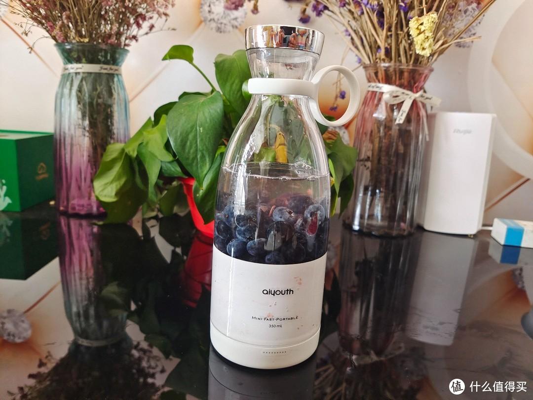 10S轻享一杯果汁,纯汁率达到99%,百元网红aiyouth便携榨汁机评测