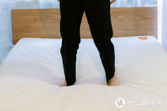 起床腰疼也许是该换床垫了!8H 海豚减压弹簧护腰床垫,呵护你的腰