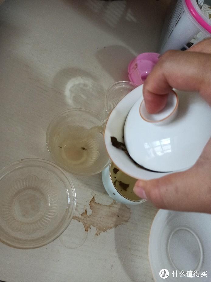 周末在家泡中粮的老树白茶。