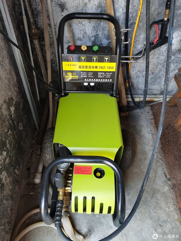 老爷子大车库里的感应电机刷车设备,已经用了5年了,机油都换了两次了,非常给力