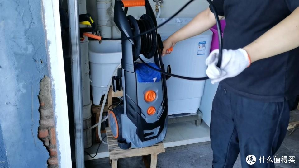 滚轮收纳出水管很方便