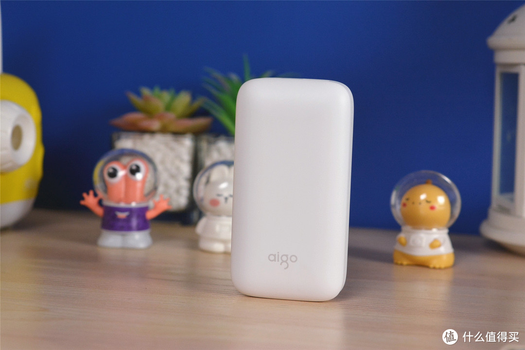 国产aigo搅局来了:支持PD充电的小香皂移动电源,好用吗?