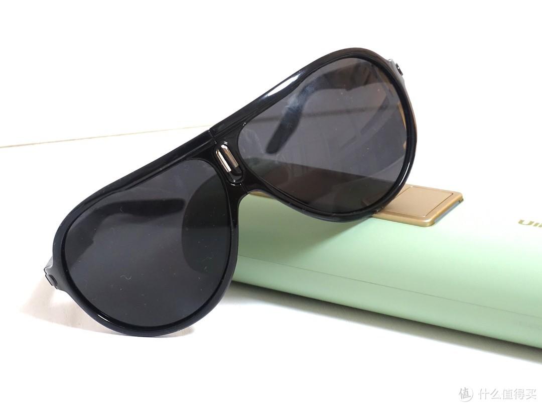 附赠的墨镜,使用的时候带上,避免光波灼伤眼睛