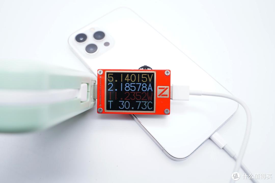 将多种功能集成到一起,德立华多合一磁吸无线充电宝评测