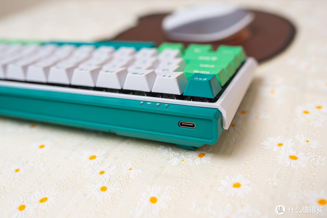 小姐姐的第一把61键三模键盘杜伽k330w薄荷糖定制银轴体验
