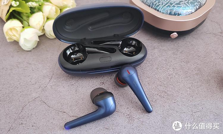 降噪与音质兼顾:1MORE舒适豆降噪版极光蓝