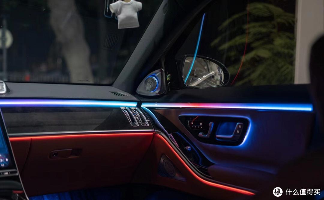 奔驰21款S级豪华配置升级的首选,主动式环境氛围灯案例