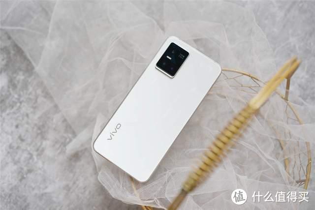光致变色新工艺,影像系统全面提升:加量不加价的vivo S10 Pro体验