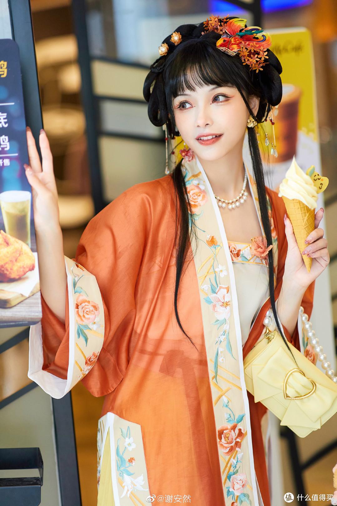 小众文化走入大众视野 | 你会为了LO裙与汉服盲盒买联名款手机吗?