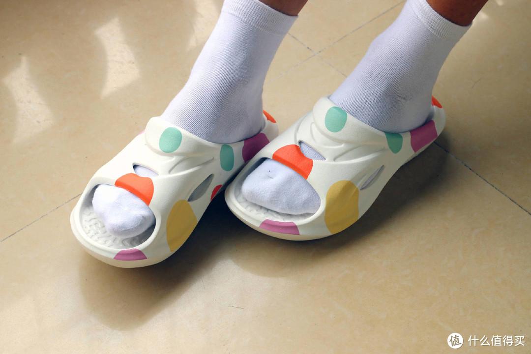 兼具颜值及实用于一身,咕咚运动舒缓拖鞋体验