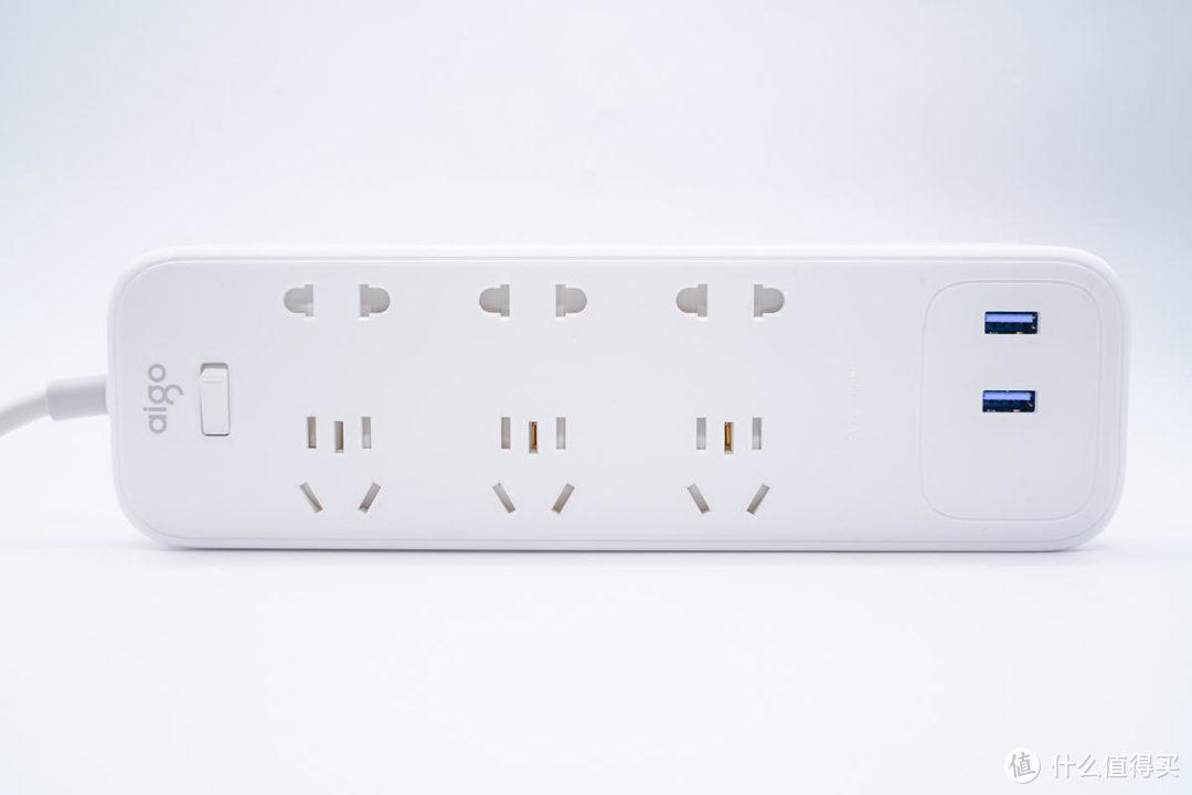 全自带安全门设计,独立控制开关,aigo五款插线板转接器开箱