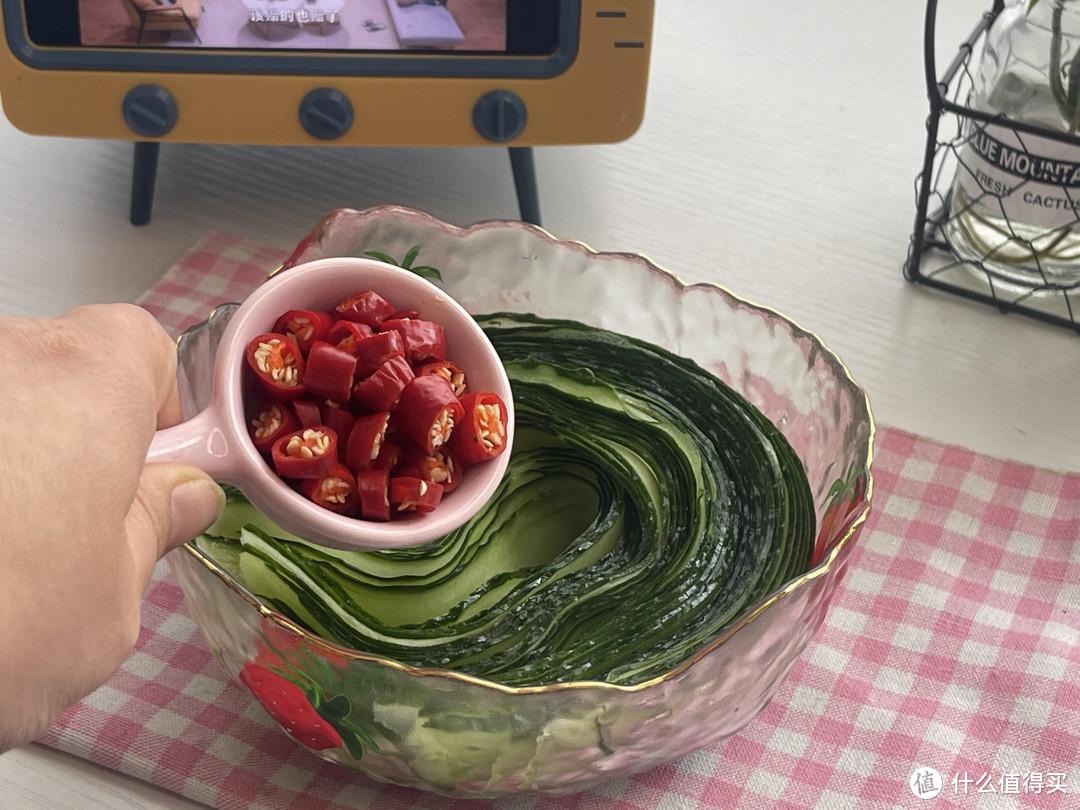 黄瓜新吃法,它和雪碧才是完美一对,酸辣清脆爽口,太过瘾了