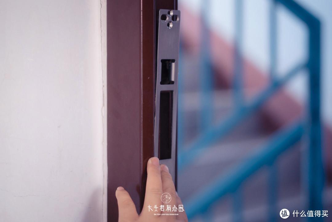 「大头君有点困」这竟然是我将工作室里面的门锁换成VOC人脸指纹锁T11的原因