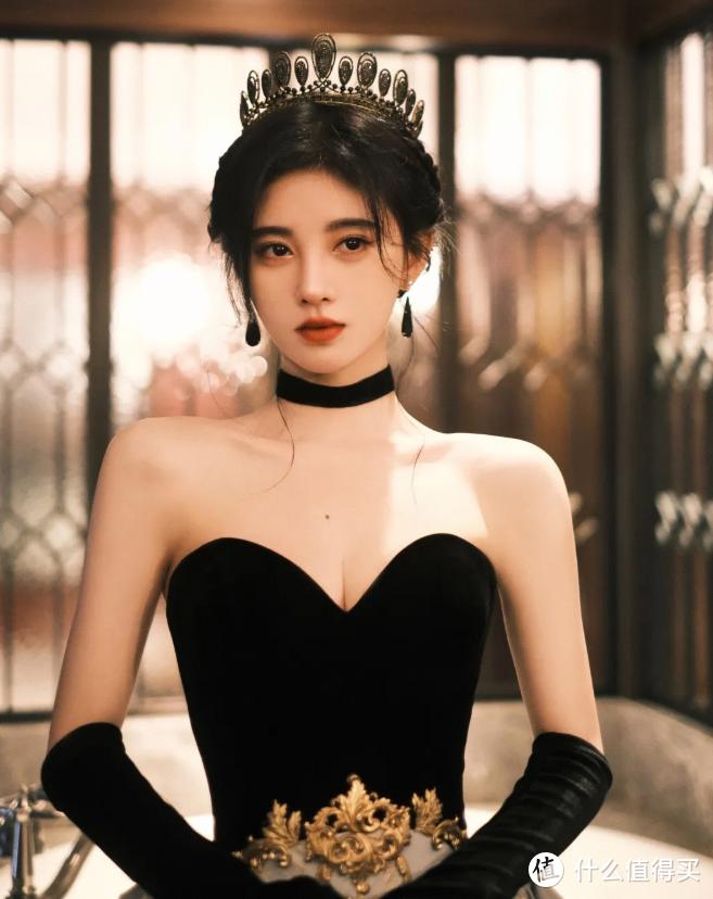 """你以为小白裙仙气又纯欲?其实小黑裙才是今夏的""""王者"""",气质又迷人"""